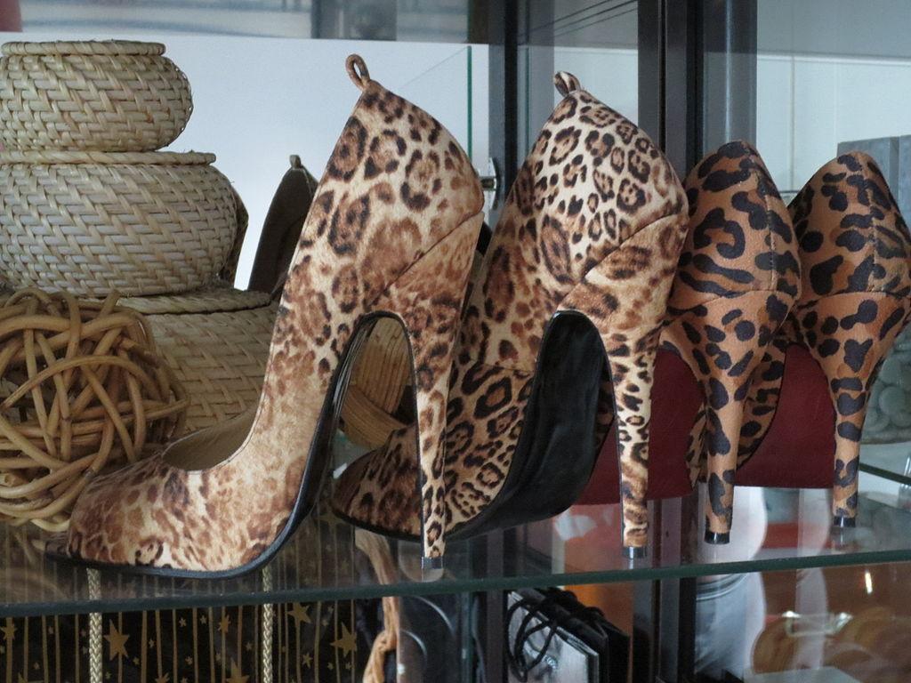 1024px-14_cm_high_heels_grosse_38_farbe_leo_ernest_paris